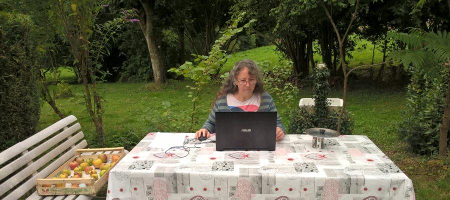 L'auteure Christine Barsi dans sa maison dans le Perche