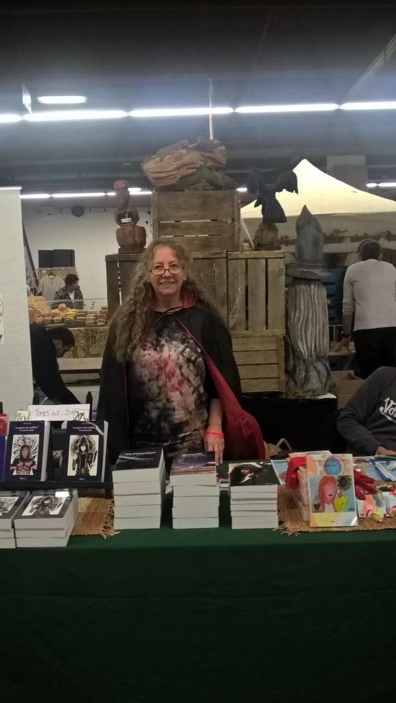 L'auteure Christine Barsi sur le stand du Salon Fantastique, en 2018