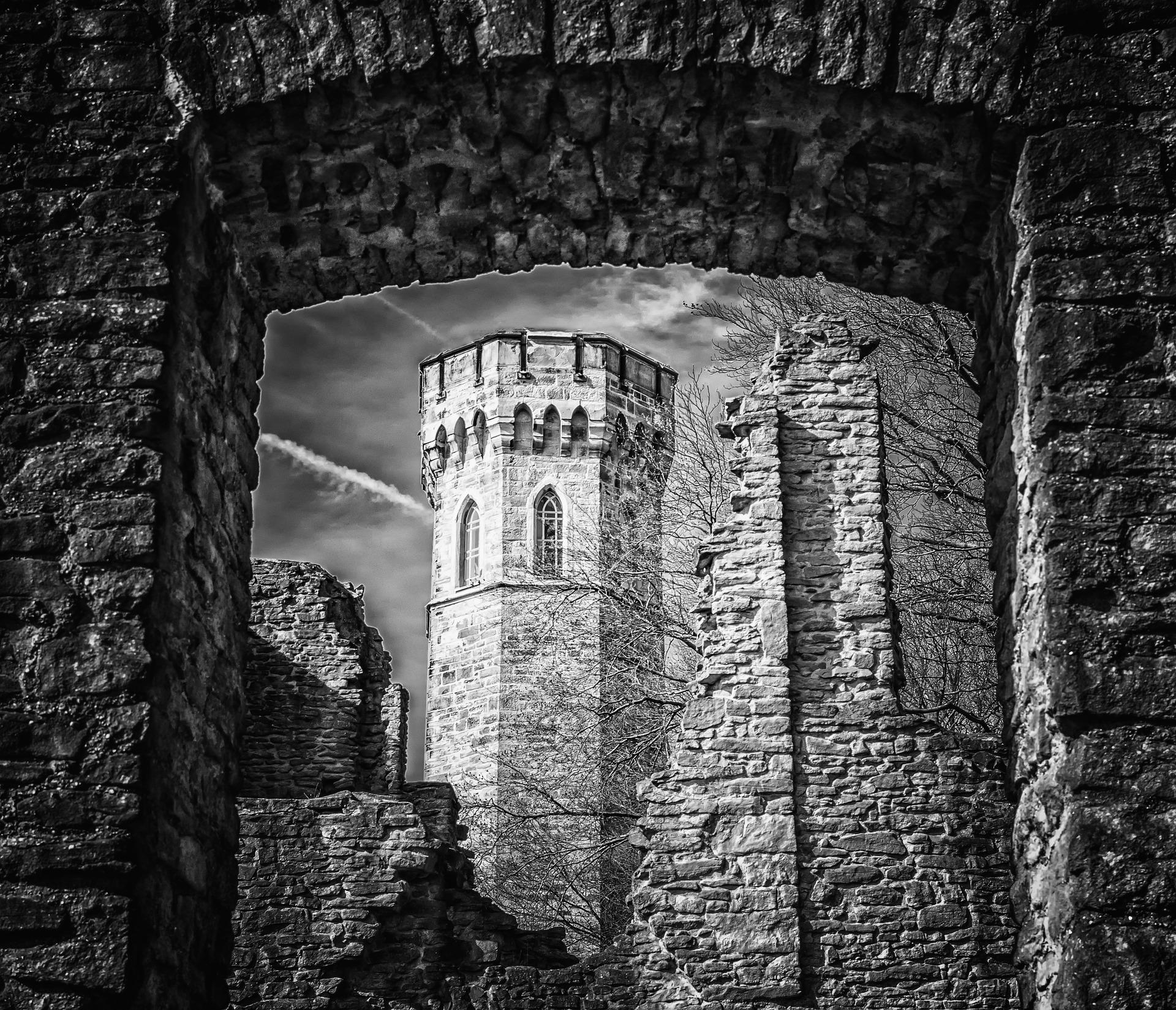 Tour du château - Pixabay pour illustrer Déviance, mon roman de vampire passionnel et gothique
